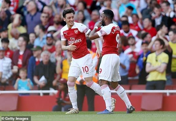Arsenal tiep lua cho cuoc dua top 4 bang tran thua tren san nha hinh anh 18
