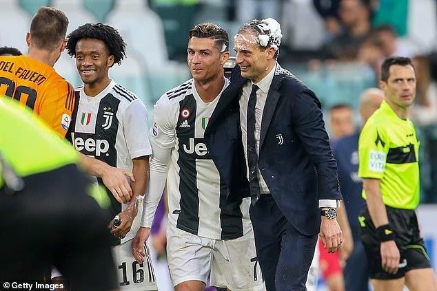 Ronaldo an mung phan khich trong ngay gianh Scudetto hinh anh 2
