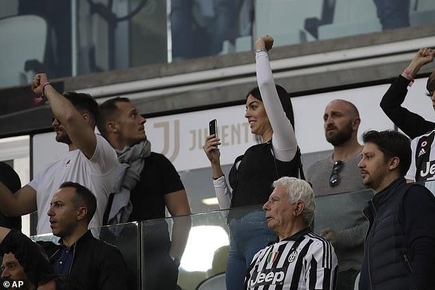 Ronaldo an mung phan khich trong ngay gianh Scudetto hinh anh 6