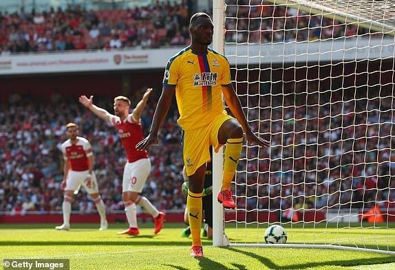 Arsenal tiep lua cho cuoc dua top 4 bang tran thua tren san nha hinh anh 14