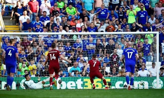 Liverpool tro lai ngoi dau sau chien thang truoc Cardiff City hinh anh 38