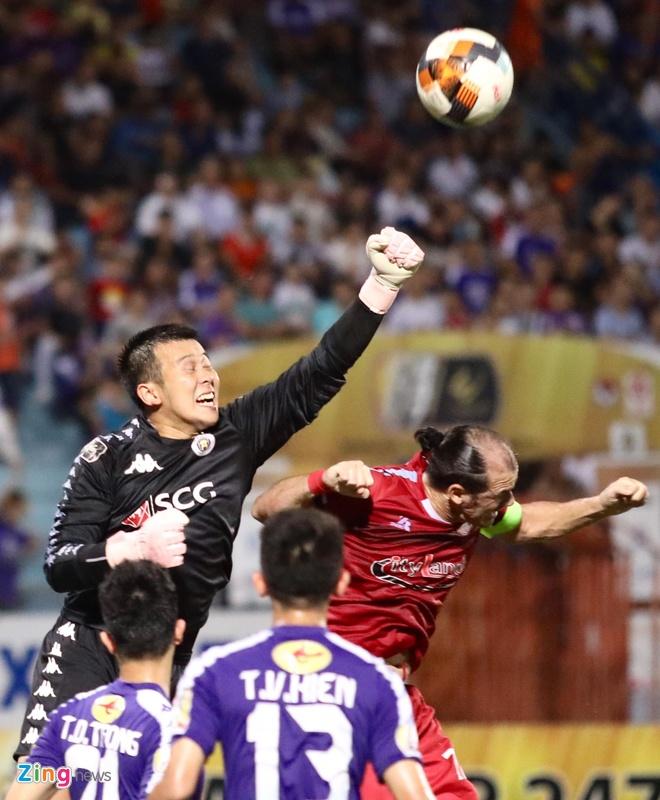 Quang Hai toa sang giup CLB Ha Noi len dinh V.League hinh anh 16