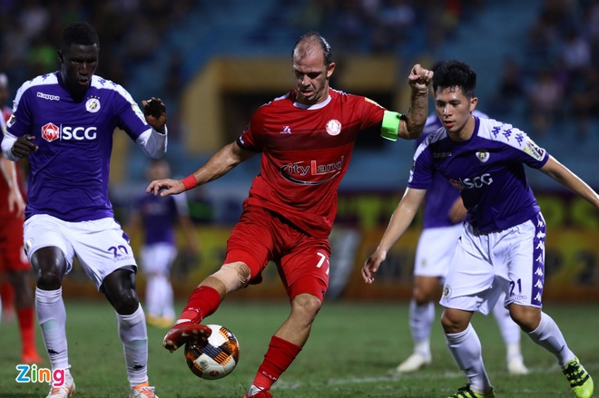 Quang Hai toa sang giup CLB Ha Noi len dinh V.League hinh anh 23