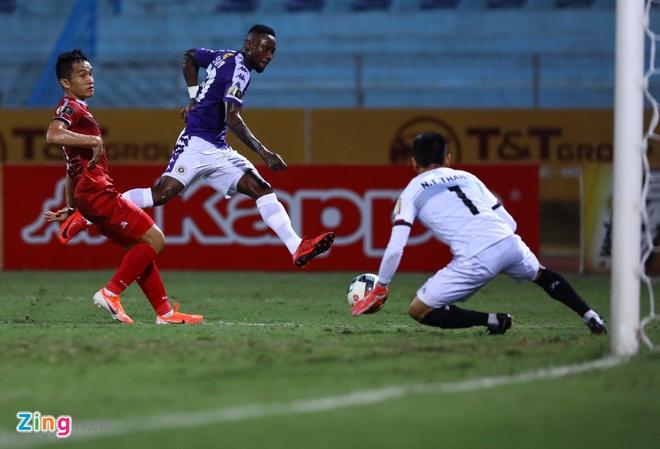 Quang Hai toa sang giup CLB Ha Noi len dinh V.League hinh anh 14