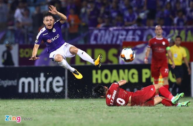 Quang Hai toa sang giup CLB Ha Noi len dinh V.League hinh anh 1