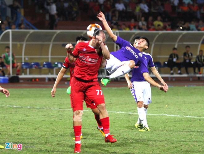 Quang Hai toa sang giup CLB Ha Noi len dinh V.League hinh anh 22