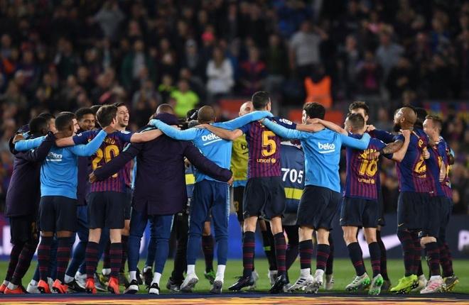 Messi cung dong doi huong dac quyen sau chuc vo dich som 3 vong dau hinh anh 4