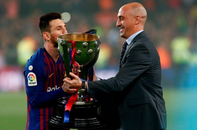 Messi cung dong doi huong dac quyen sau chuc vo dich som 3 vong dau hinh anh 5