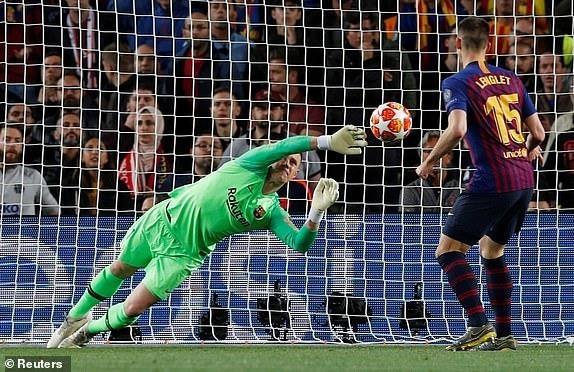 Messi lap cu dup, Barca nhan chim Liverpool tren san nha hinh anh 25