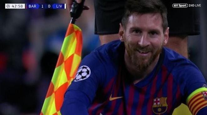 Messi khien doi thu noi nong anh 1