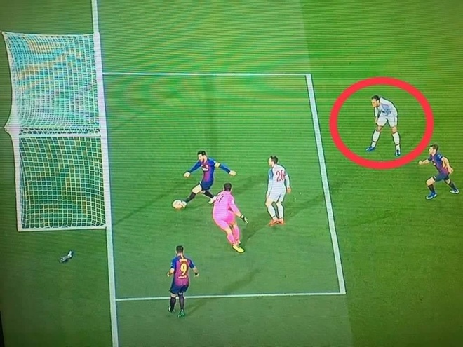 Van Dijk khong the kem Messi anh 2