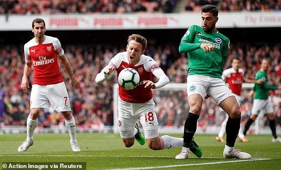 Arsenal hoa that vong, cuoc dua top 4 nga ngu hinh anh 10