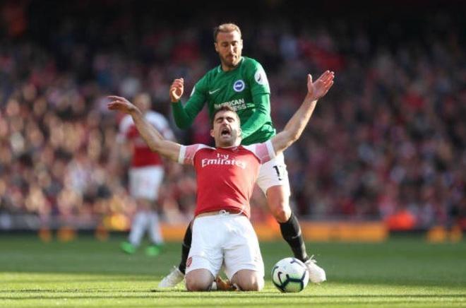 Arsenal hoa that vong, cuoc dua top 4 nga ngu hinh anh 12