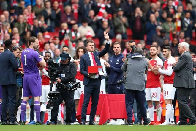 Ramsey bat khoc trong ngay chia tay san Emirates hinh anh 1