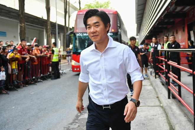 Thua 0-3 tren san nha, doi cua Van Lam chim sau trong khung hoang hinh anh 6
