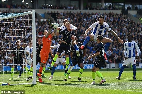 Man City bao ve thanh cong chuc vo dich Premier League hinh anh 12