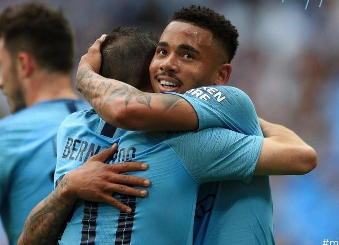 Man City hoan tat cu an ba o mua giai 2018/19 hinh anh 2