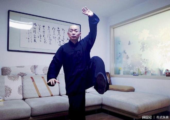 'Vo su truyen dien' do mo hoi khi xem Tu Hieu Dong ha La Cuong hinh anh 1