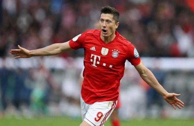 Lewandowski toa sang giup Bayern hoan tat cu dup tai giai quoc noi hinh anh 2