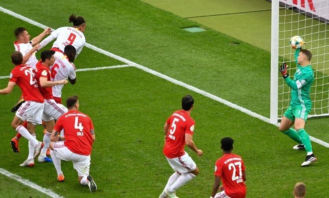Lewandowski toa sang giup Bayern hoan tat cu dup tai giai quoc noi hinh anh 1