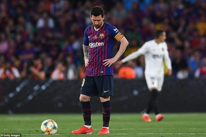 Messi cam bong nhieu hon ca doi Valencia o chung ket cup nha Vua hinh anh 2