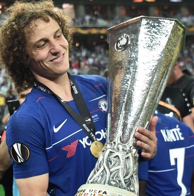 David Luiz va Higuain bi nghi dong kich truoc truyen thong hinh anh 2