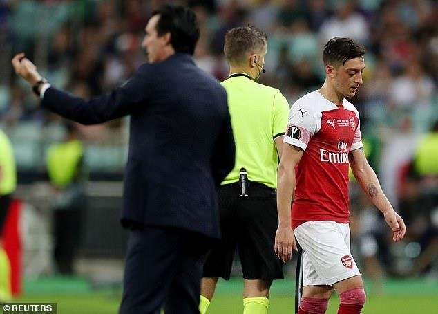 Oezil chui HLV Emery trong tran chung ket Europa League hinh anh 1