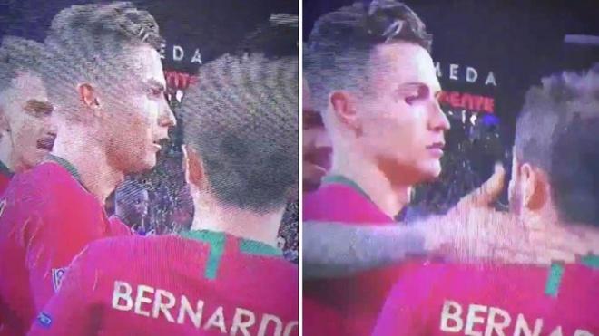 Ronaldo kho chiu voi dong doi khi hut giai cau thu hay nhat hinh anh 1