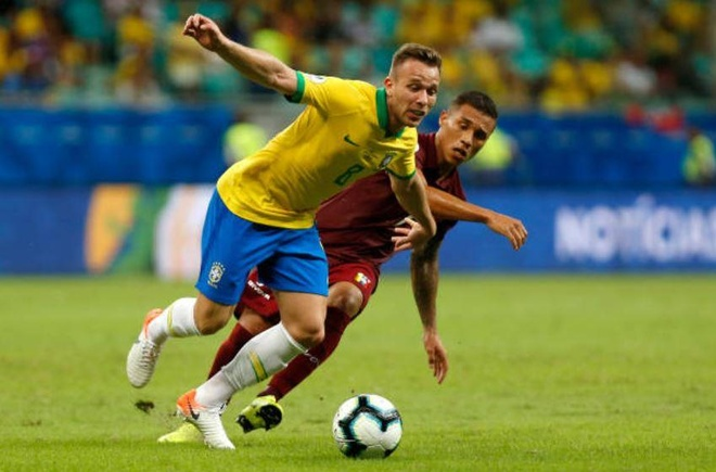 VAR tu choi 2 ban thang khien Brazil chia diem truoc Venezuela hinh anh 15