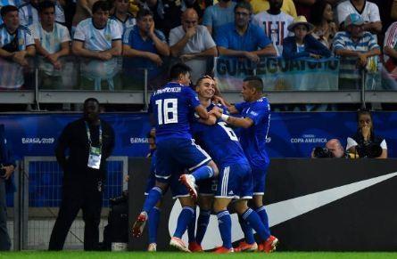 Messi ghi ban, Argentina co diem dau tien tai Copa America hinh anh 23