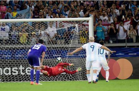 Messi ghi ban, Argentina co diem dau tien tai Copa America hinh anh 31
