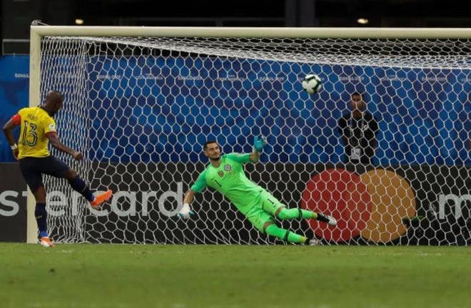 Sanchez ghi ban quyet dinh dua Chile qua vong bang Copa America hinh anh 12