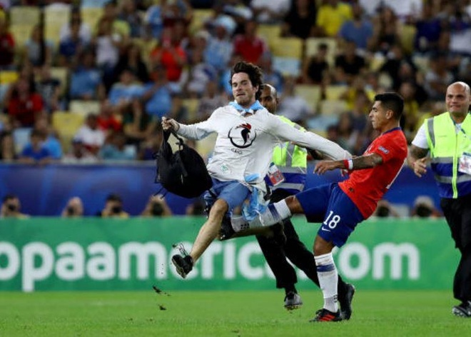 Chile bi day vao the kho sau tran thua Uruguay hinh anh 18