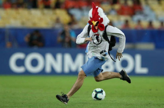 Chile bi day vao the kho sau tran thua Uruguay hinh anh 17
