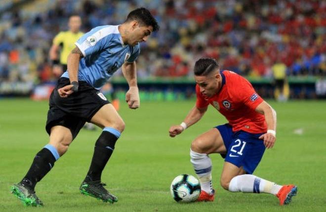 Chile bi day vao the kho sau tran thua Uruguay hinh anh 10