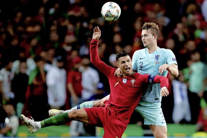De Ligt: 'Ronaldo la nguoi hung cua toi' hinh anh 1