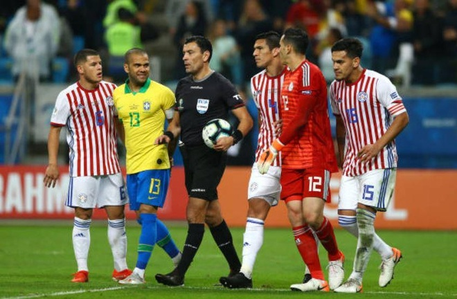 Brazil chat vat vao ban ket Copa America sau loat luan luu may rui hinh anh 19