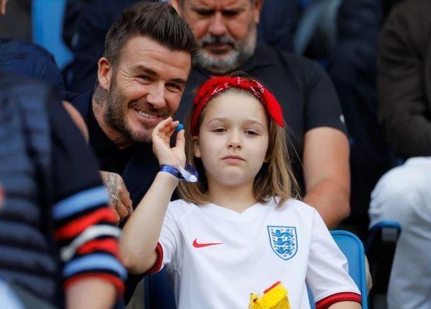 Beckham cung con gai an mung tuyen nu Anh vao ban ket World Cup hinh anh 2