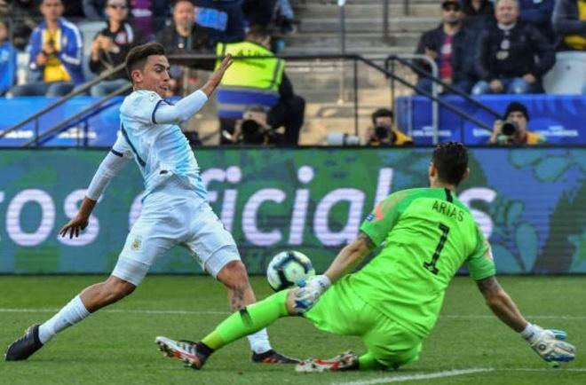 Messi tang qua giup Dybala co ban thang dau tien o tuyen quoc gia hinh anh 1
