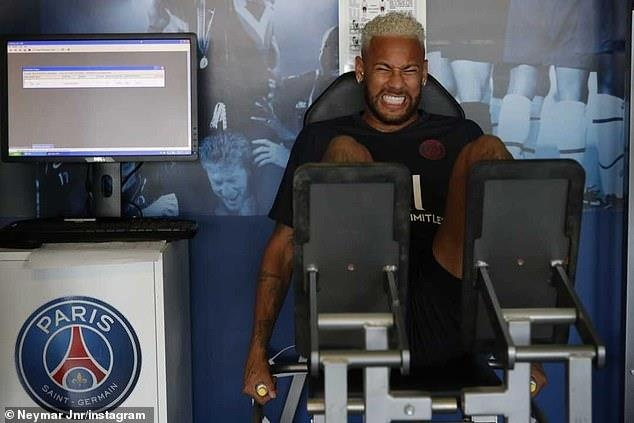 Neymar lan dau tro lai PSG sau an phat noi bo hinh anh 1