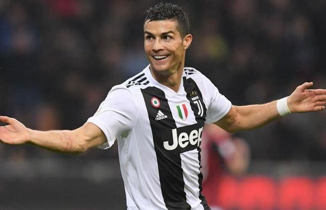 Ronaldo lam dong doi phan khich tren san tap hinh anh