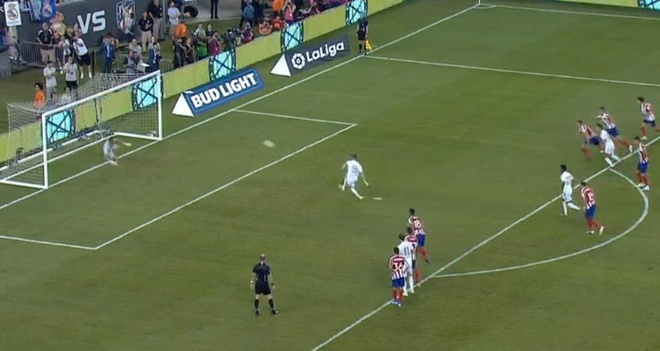 Real Madrid 3-7 Atletico Madrid: Diego Costa lap poker roi nhan the do hinh anh 28