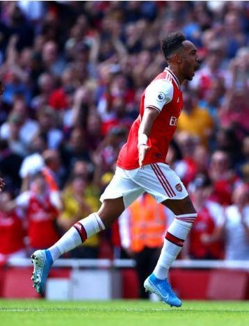 Thang Burnley, Arsenal lap thanh tich chua tung co sau 10 nam hinh anh 28