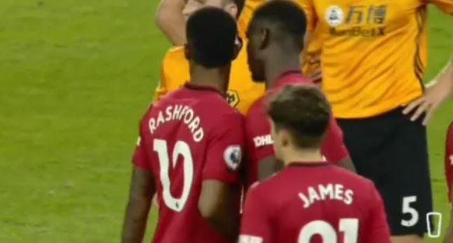 HLV Solskjaer len tieng ve vu tranh da penalty giua Pogba, Rashford hinh anh 1