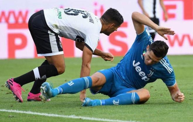 VAR lam hong tran mo man Serie A 2019/20 cua Ronaldo hinh anh 1