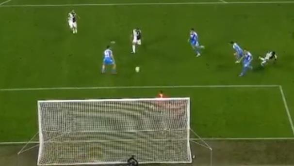 Ronaldo lap cong, Juventus ha Napoli o tran cau co 7 ban thang hinh anh 14