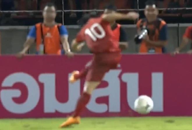 'Ronaldo tung bo lo co hoi ngon an hon Cong Phuong' hinh anh 1