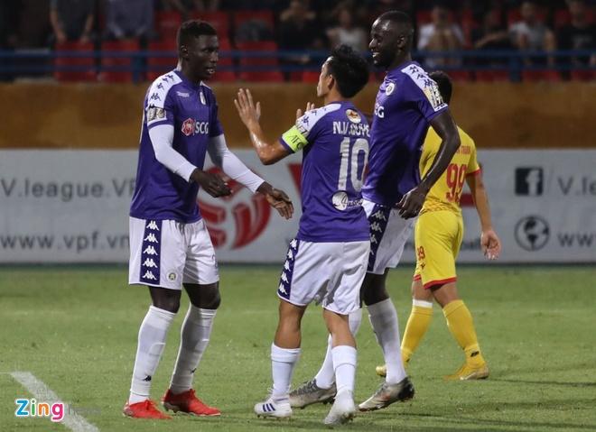 CLB Ha Noi 6-1 Nam Dinh: Van Quyet tham gia vao 5 ban thang hinh anh 2