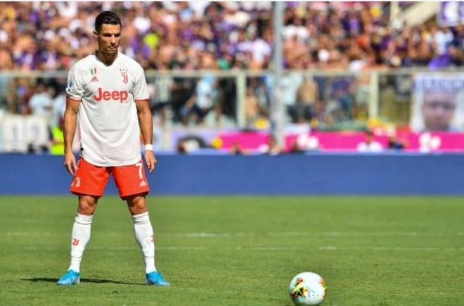 Ronaldo choi that vong trong ngay Juventus mat diem hinh anh 12