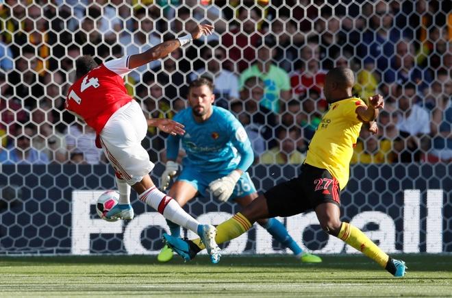 Watford 0-2 Arsenal: Aubameyang tỏa sáng